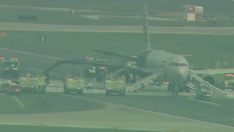 plane catches fire o'hare runway beeper lead_00000524.jpg