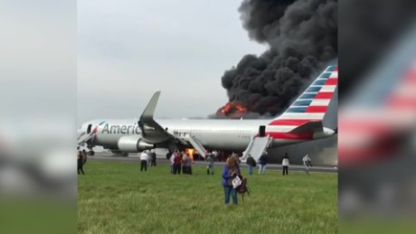 cnnee brk chicago ohare internacional aeropuerto american airlines fuego_00001119
