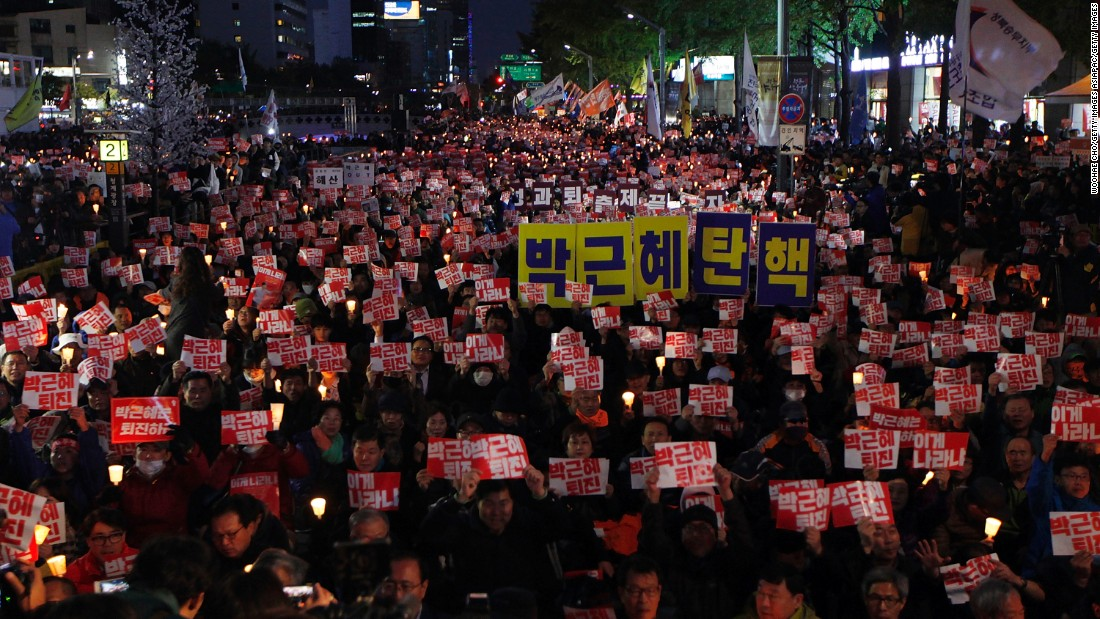 Thousands of South Koreans march to demand President Park Geun-hye to step down on October 29, 2016, Seoul.