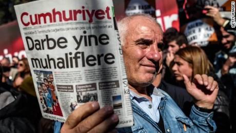media crackdowns in turkey lee live_00015327