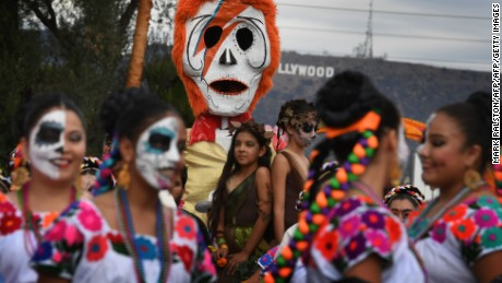 People in costume parade the annual Dia de los Muertos (Day of the Dead) festival at the Hollywood Forever cemetery in Hollywood, California on October 29, 2016. Dia de los Muertos is a festival to remember friends and family members who have died and is celebrated throughout Mexico and by people of Mexican heritage living in the United States. / AFP / Mark RALSTON        (Photo credit should read MARK RALSTON/AFP/Getty Images)