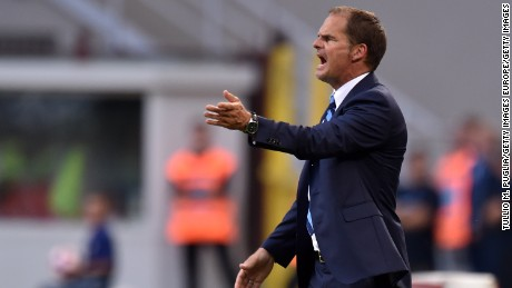 MILAN, ITALY - AUGUST 28:  Head coach Frank de Boer, of Internazionale, issues instructions during the Seria A match between FC Internazionale and US Citta di Palermo at Stadio Giuseppe Meazza on August 28, 2016 in Milan, Italy.  (Photo by Tullio M. Puglia/Getty Images)