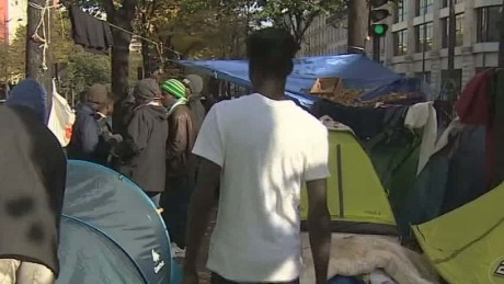 france paris migrant camps grow bell pkg_00002917.jpg
