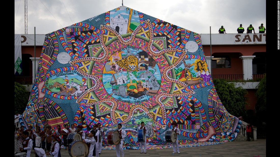 The giant kites often contain messages aimed at inspiring the living to be friendly to each other and work towards peace. The motifs drawn on the giant kites are not a way of communicating with departed souls, but a way for the people of Sacatepequez to express themselves artistically.