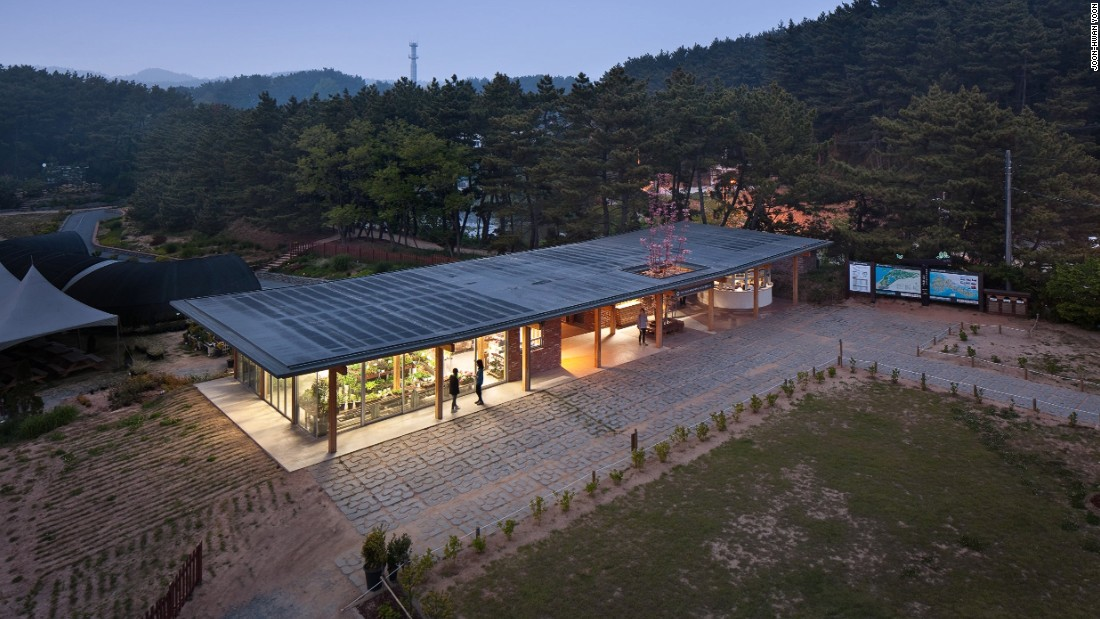 With its low ceiling, the building stays close to the ground and its surrounding landscape. The wooden columns and roof lines were inspired by hanok design.