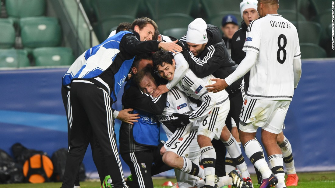 Then the unthinkable happened. From 2-0, Legia completed the comeback and found themselves in front for the first time thanks to Thibault Moulin's fabulous curling strike.