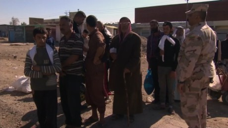Civilians fleeing Mosul Arwa Damon looklive_00021819.jpg