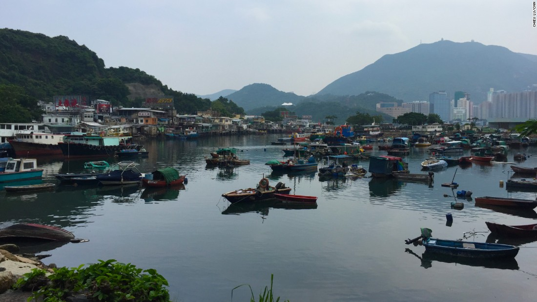 <strong>Lei Yue Mun Fishing Village: </strong>Tucked away on the east side of Kowloon is Lei Yue Mun, a tiny fishing village where locals live as they have for decades.