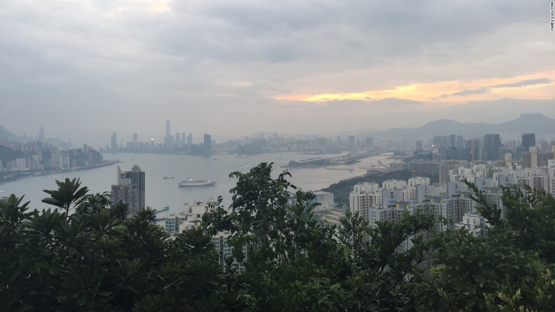 <strong>Devil's Peak: </strong>This 222-meter hill looks over Victoria Harbour, taking in Central on Hong Kong Island to the south and Kowloon to the north.
