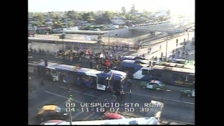 cnnee vo manifestaciones en chile barricadas y cortes de tránsito pensiones_00002120