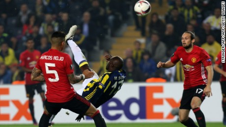 Moussa Sow fired Fenerbahce ahead with a spectacular overhead kick after just two minutes.
