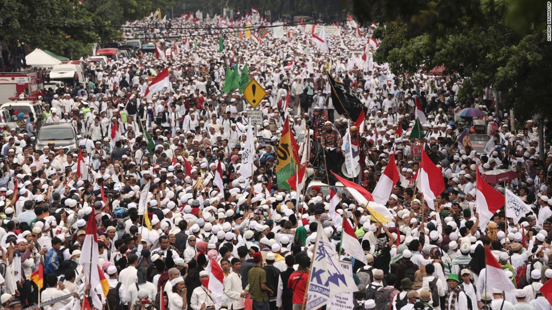 An estimated 200,000 people converge on the center of the Indonesian capital to demand the arrest of its minority-Christian governor on November 4.