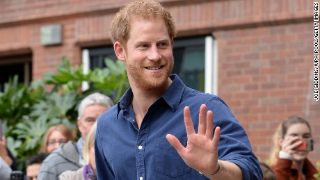 NOTTINGHAM, ENGLAND -  OCTOBER 26: Prince Harry waves as he leaves Nottingham's new Central Police Station on October 26, 2016 in Nottingham, England. (Photo by Joe Giddins - WPA Pool/Getty Images)