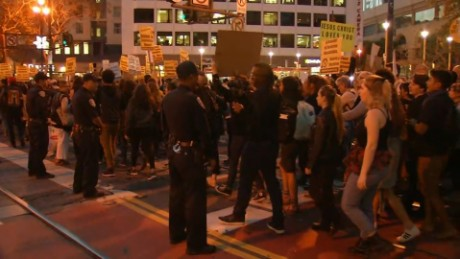 Officers injured in anti-Trump protests in Oakland