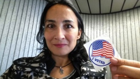 Muslim immigrant woman votes Donald Trump nr_00000000