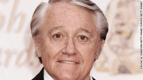 Celebrities pay tribute to Robert Vaughn who has died aged 83