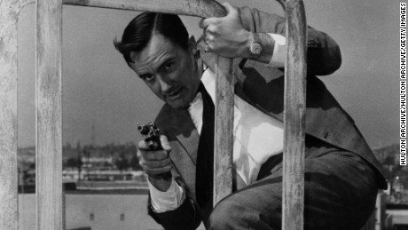 American film and television actor Robert Vaughn, famous for his role as Napoleon Solo in the television series 'The Man From UNCLE'.   (Photo by Hulton Archive/Getty Images)