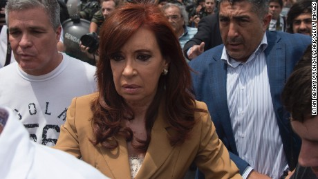 Argentinian former President Cristina Kirchner arrives for a hearing in court for alleged fraud in the concession of public works during her term in Buenos Aires on October 31, 2016.   / AFP / EITAN ABRAMOVICH        (Photo credit should read EITAN ABRAMOVICH/AFP/Getty Images)