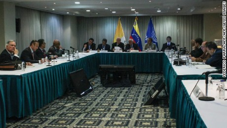 Picture taken during a meeting between Venezuela's government and opposition leaders for Vatican-backed talks, in a bid to settle the country's deepening political crisis, in Caracas on November 11, 2016. / AFP / Federico PARRA        (Photo credit should read FEDERICO PARRA/AFP/Getty Images)
