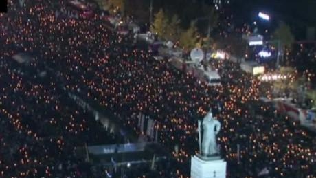massive protest south korea paula hancocks beeper_00002313