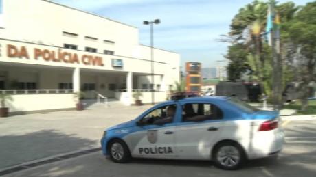 cnnee pkg francho baron pocos recursos de la policia brasil_00005115