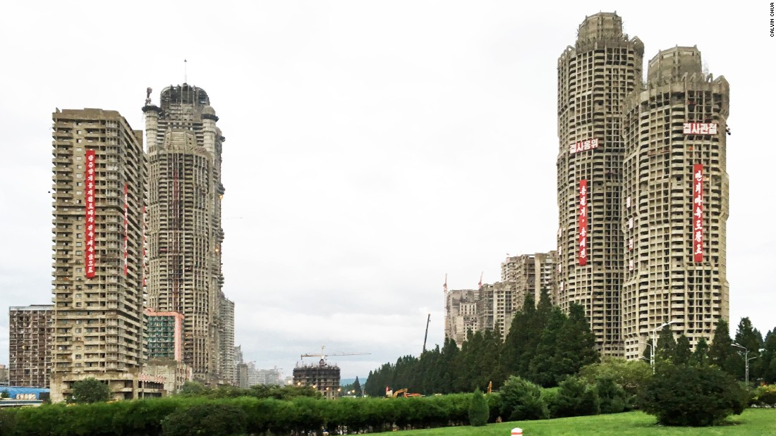 A new residential street with 70-story towers under construction on Ryomyong Street. The speed of construction has been extremely rapid, with one story being completed every two to three days.