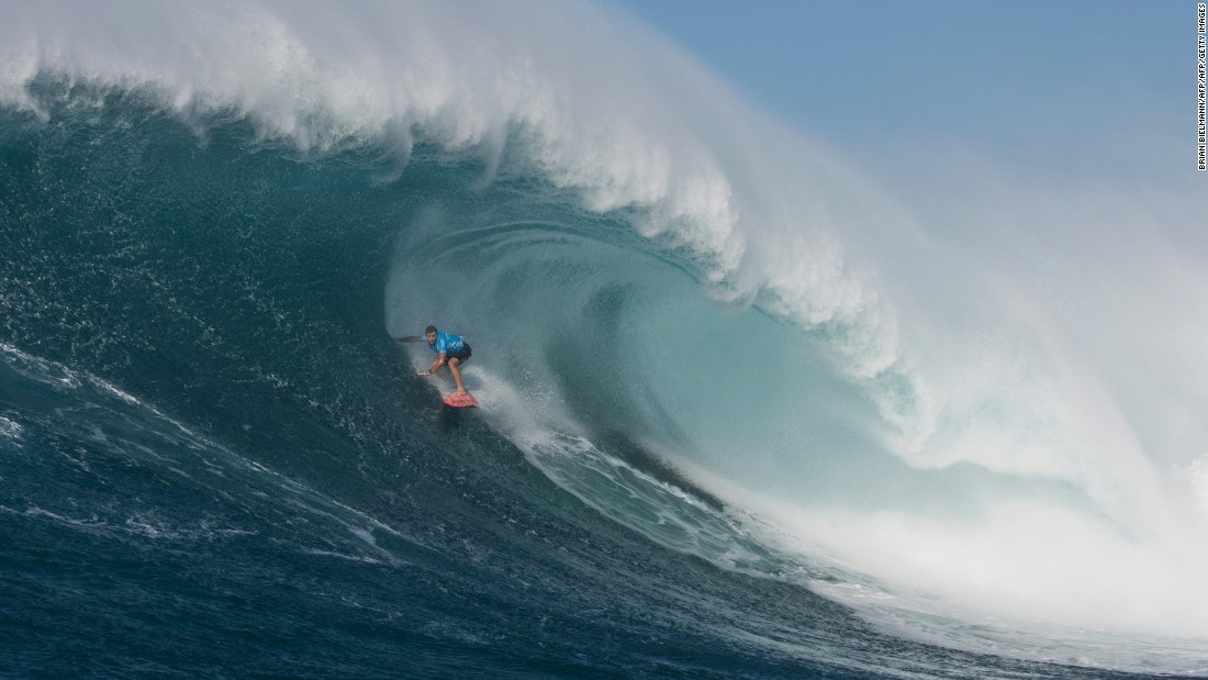 Hawaiia's Billy Kemper won the men's version of the 2016 Peahi Challenge at Jaws.