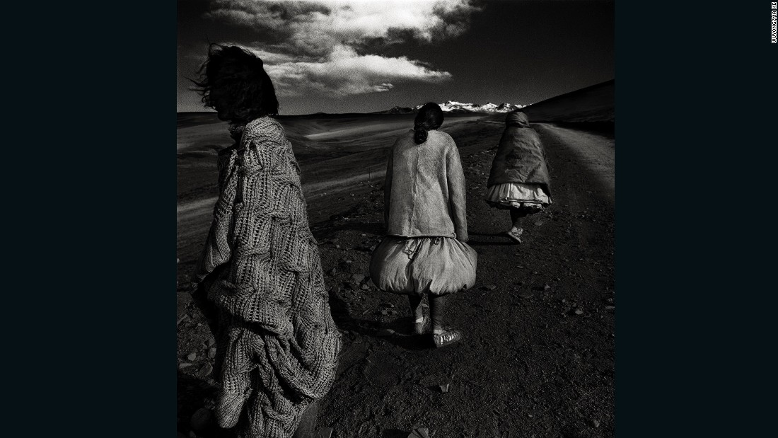 "Wuyong ""Earth"" collection, worn by native residents on the snow-covered plateau of Kangding (Dardo), in Garzê Tibetan Autonomous Prefecture, western Sichuan province."