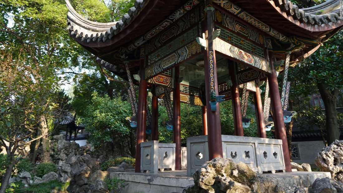 Gardens and pavilions from the imperial eras are only steps away from Western-influenced Republican-era architecture.