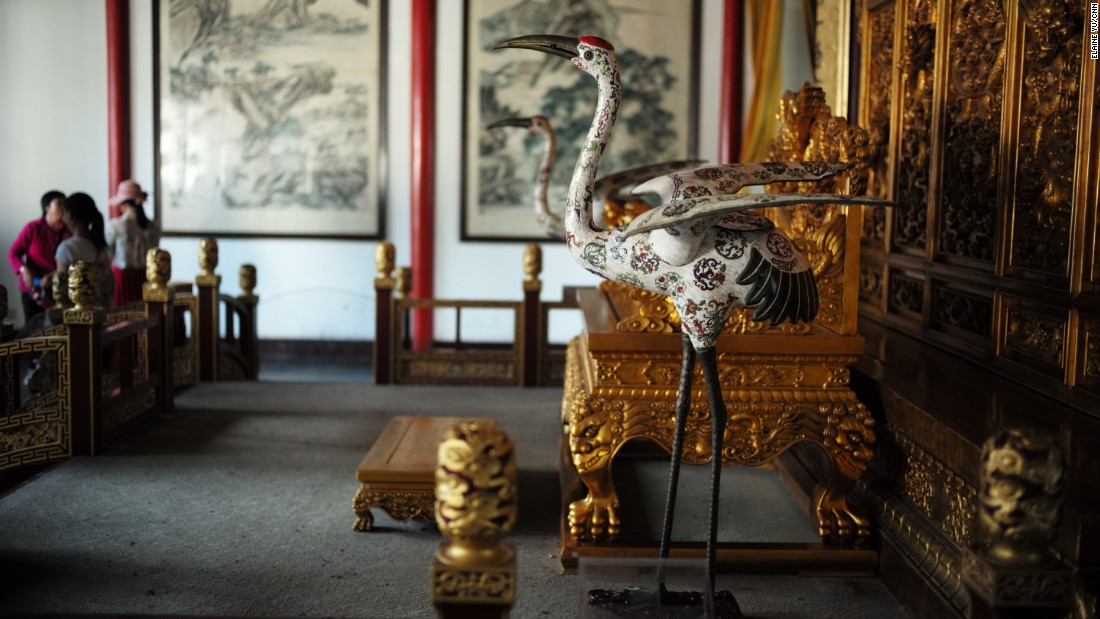 Meeting rooms for Chinese and foreign leaders, private offices for figures such as Chinese Nationalist Party leader Chiang Kai-shek, as well as Sun Yat-sen's nap room, have been preserved and restored.