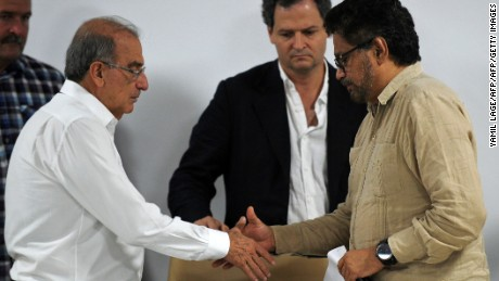 The FARC-EP leftist guerrilla commander Ivan Marquez (R) and the head of the Colombian delegation to the peace talks Humberto de la Calle shake hands during a press conference in Havana, on October 28, 2016. / AFP / YAMIL LAGE        (Photo credit should read YAMIL LAGE/AFP/Getty Images)