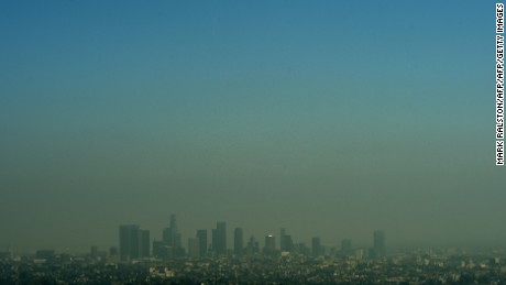 A view of the Los Angeles city skyline as heavy smog shrouds the city in California on May 31, 2015.           AFP PHOTO/ MARK RALSTON        (Photo credit should read MARK RALSTON/AFP/Getty Images)