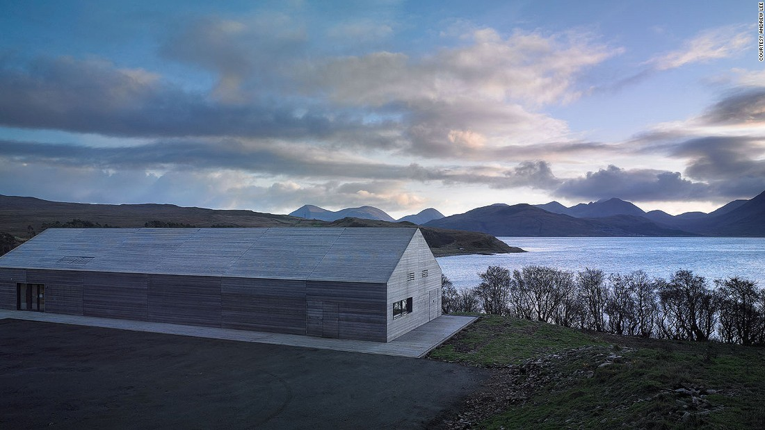 This Dualchas-designed building features a corrugated roof and walls clad in untreated larch, grown in Scotland. The Isle of Raasay is a small island located between the Isle of Skye and Mainland Scotland. This building features sweeping views towards the Cuillin mountains of Skye.