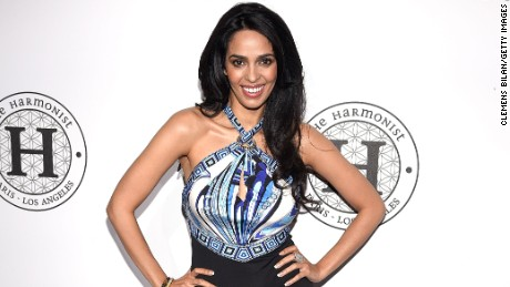 Mallika Sherawat pushed away one of the attackers who tried to grab her bag.