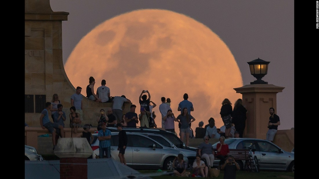 "Crowds in Fremantle, Australia, look at<a href=""http://www.cnn.com/2016/11/14/world/gallery/supermoon-november-2016/index.html"" target=""_blank""> the supermoon</a> on Monday, November 14. NASA scientists said the moon was brighter than it had appeared at any point in the last 68 years."