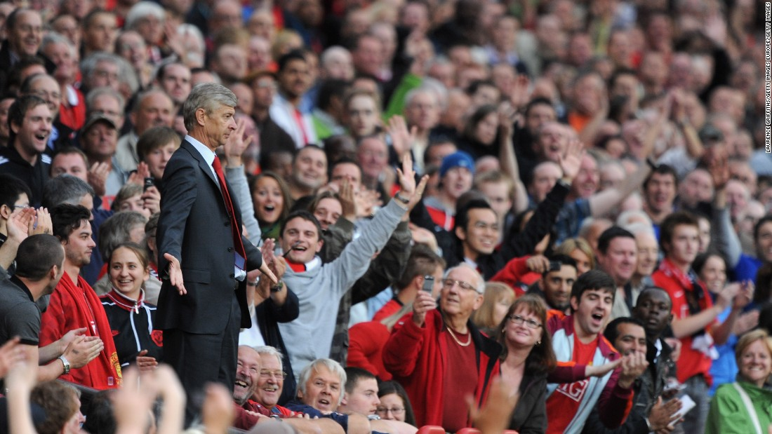 The 2009 clash at Old Trafford created one of the most iconic images of this rivalry. Sent off by referee Mike Dean Wenger makes his way to the stands behind the dugout. Without an obvious place to go the Frenchman holds his arms out in Dean's direc