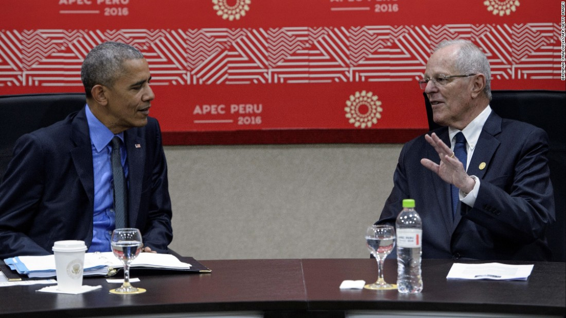 Obama confers with Peruvian President Pedro Pablo Kuczynski during the summit on November 19.