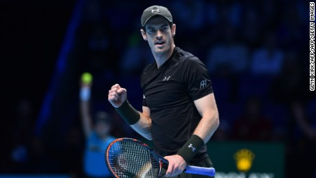 Andy Murray extended his winning streak to 23 matches and reached the final of the World Tour Finals.