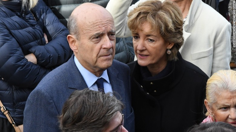 Juppé with wife Isabelle Legrand-Bodin at a polling station in Bordeaux on November 20.