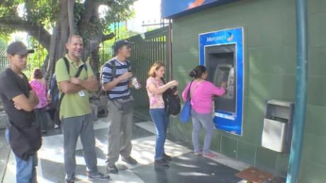 cnnee portafolio osmary hernandez veenzuela resricciones sobre el efectivo_00023818