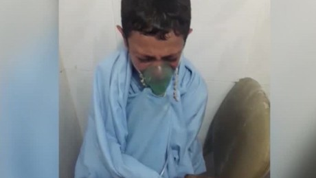 cnnee sot niño sirio aleppo hospital llora_00000316