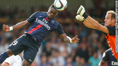VIENNA, AUSTRIA - JULY 12:  Serge Aurier of Paris Saint-Germain (L) competes for the ball in the air with Goalkeeper David Kraft of Wiener Sportklub during the Friendly Match between Wiener Sportklub and Paris Saint-Germain at Sportclub Platz on July 12, 2015 in Vienna, Austria.  (Photo by Christian Hofer/Getty Images)