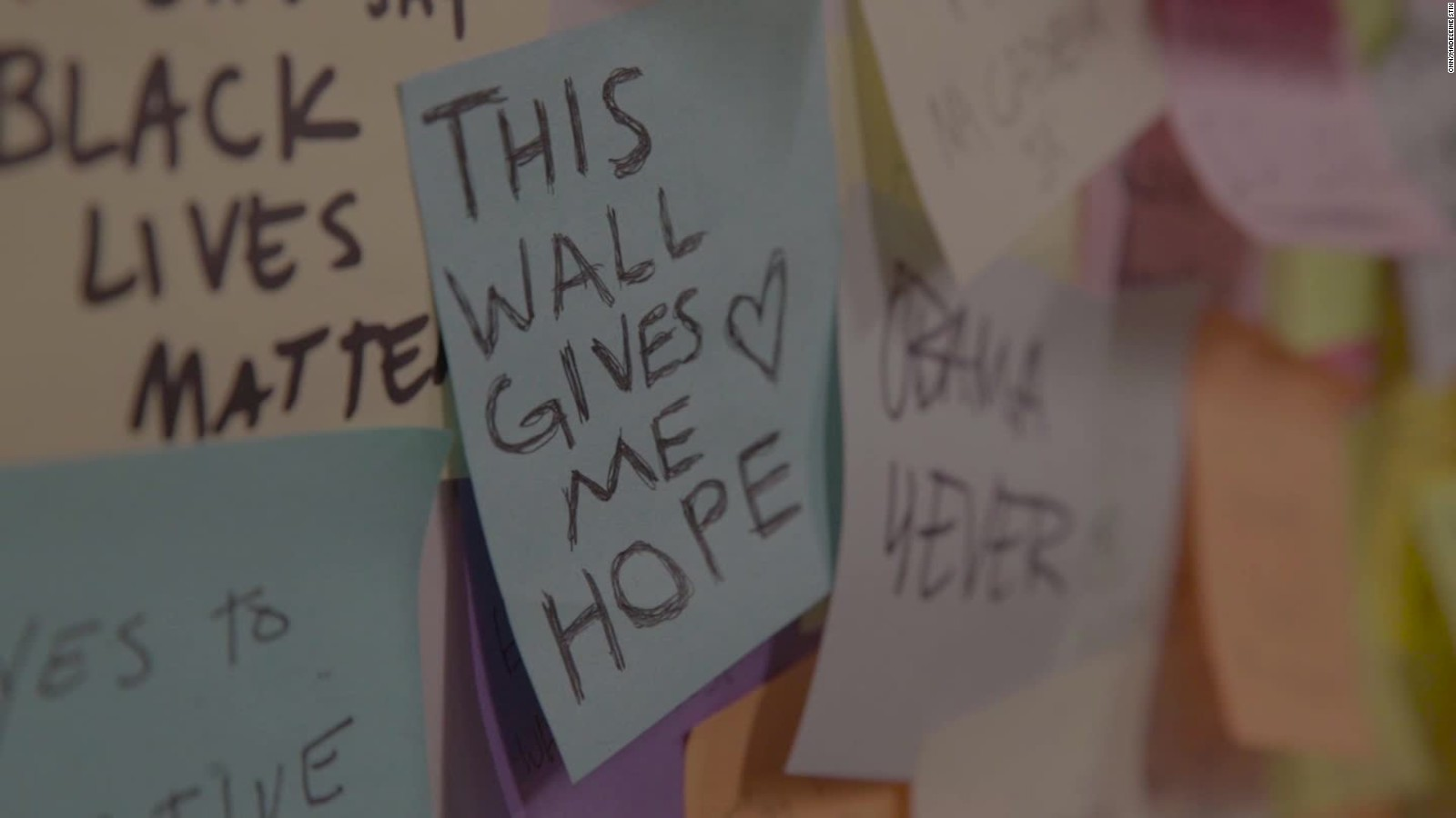 Watch Post It Notes People Are Leaving Love Notes To America On The New York Subway Cnn