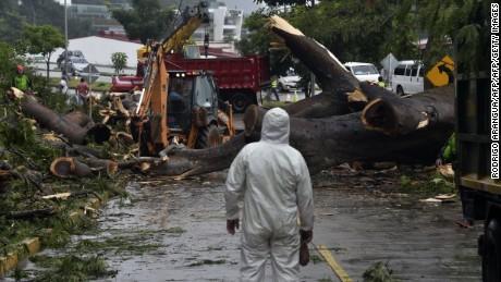 cnnee cafe intvw presidnete de costa rica situación huracan otto _00031418