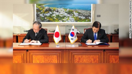 japan skorea sign pact hancocks lkl_00000607.jpg