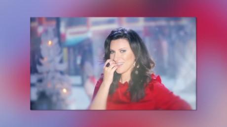 cnnee intvw showbiz laura pausini presento disco navidad_00000724
