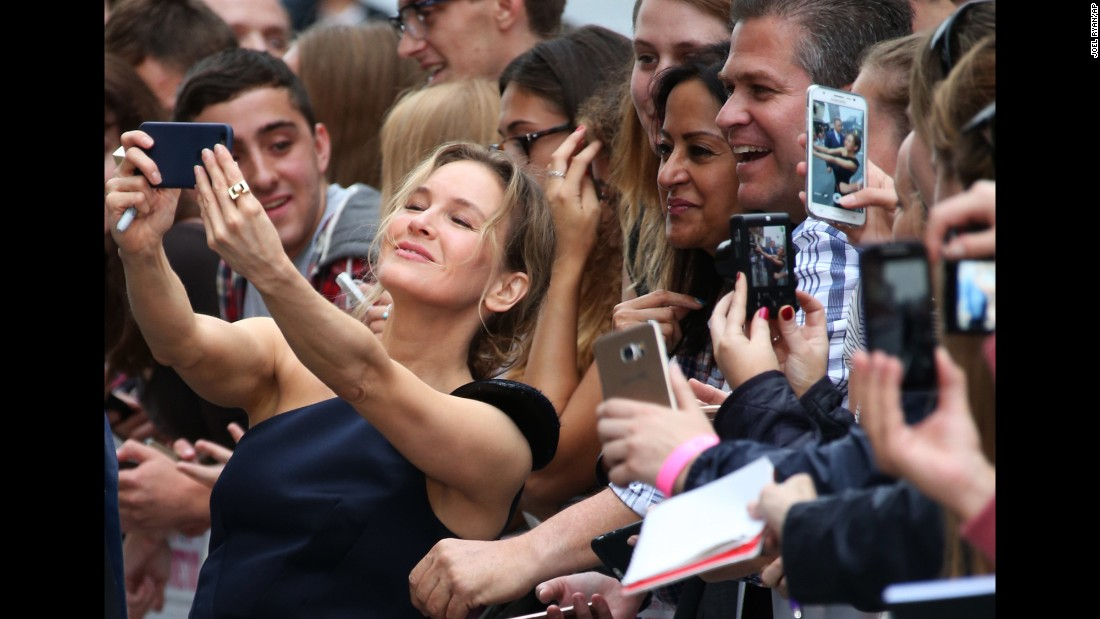 "Actress Renee Zellweger takes a selfie with fans at the London premiere of ""Bridget Jones's Baby"" on Monday, September 5. It was <a href=""http://www.cnn.com/2016/08/29/entertainment/renee-zellweger-returns/"" target=""_blank"">her first film since 2010.</a>"