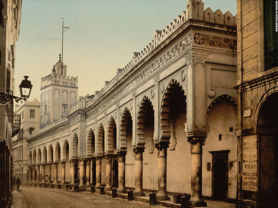 The great mosque in Algiers. Chopin says the peace and stillness of many of the photochroms belies much of the violence of colonial rule, providing the consumer with a romanticized perspective.