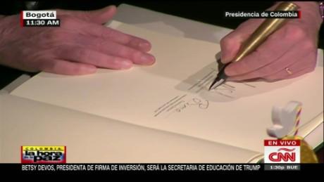 cnnee vo firma de la paz en colombia santos timochenko_00003601