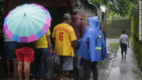 """Inhabitants of """"El Canal"""" neighbourhood wait to buy food, before Hurricane Otto arrives in Bluefields, Nicaragua on November 24, 2016.  A powerful hurricane churned toward Nicaragua and Costa Rica with freight-train winds and heavy rains expected to trigger dangerous floods and mudslides. / AFP / INTI OCON        (Photo credit should read INTI OCON/AFP/Getty Images)"""